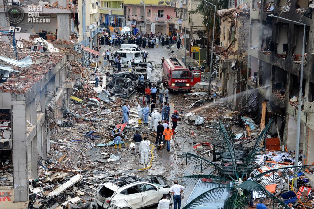 Турция. Рейханлы, Хатай. 12 мая. Разрушения, вызванные взрывами. (EPA/ИТАР-ТАСС/AYKUT UNLUPINAR/ANADOLU AGENCY)