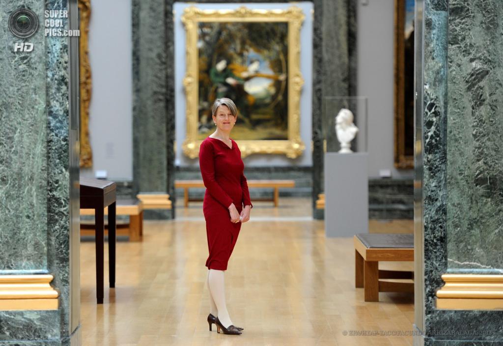 Великобритания. Лондон. 13 мая. Директор галереи Пенелопа Кёртис на пресс-показе выставки «Walk Through British Art» в галерее Тейт-Британия. (EPA/ИТАР-ТАСС/FACUNDO ARRIZABALAGA)