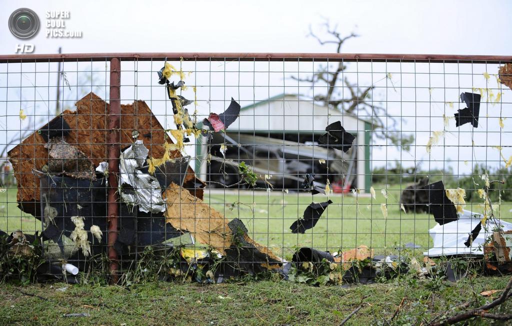 США. Гранбери, Техас. 15 мая. Последствия торнадо. (EPA/ИТАР-ТАСС/RALPH LAUER)