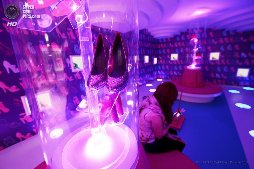 Германия. Берлин. 16 мая. Внутри «Дома мечты Барби». (EPA/ИТАР-ТАСС/Jens Kalaene)