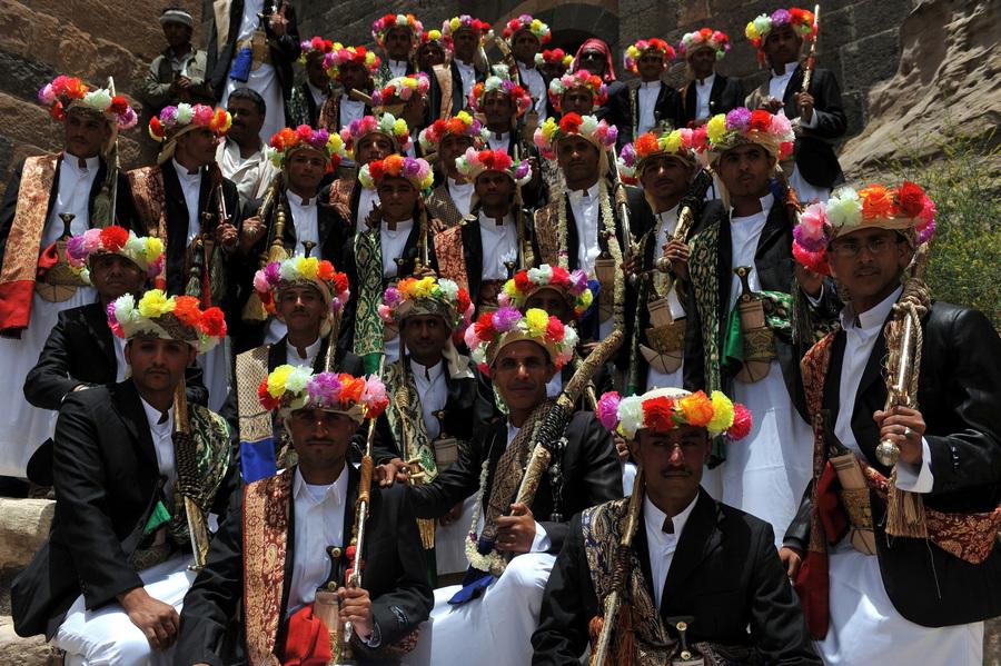 Массовая церемония бракосочетания в Йемене (7 фото)
