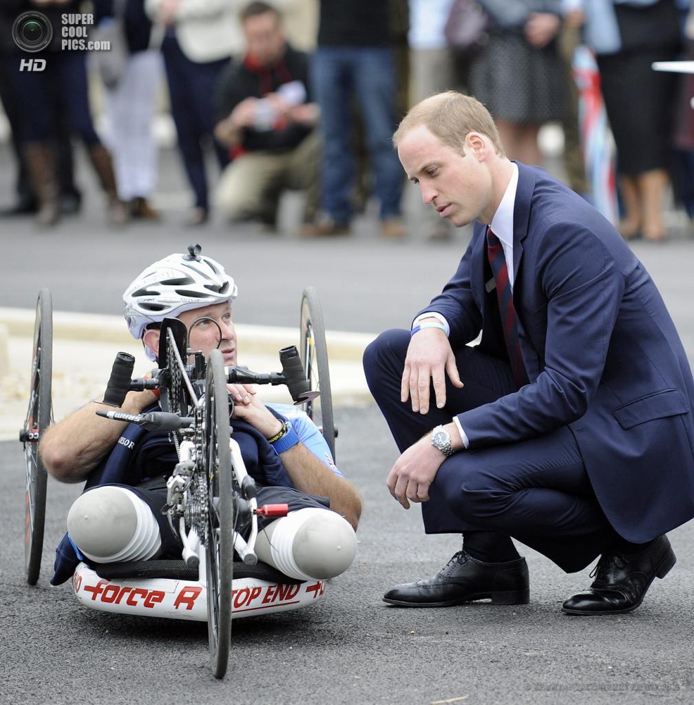 Великобритания. Эндовер, Англия. 20 мая. Принц Уильям во время церемонии открытия реабилитационного центра для британских военнослужащих «Help the Heros». (EPA/ИТАР-ТАСС/GERRY PENNY)