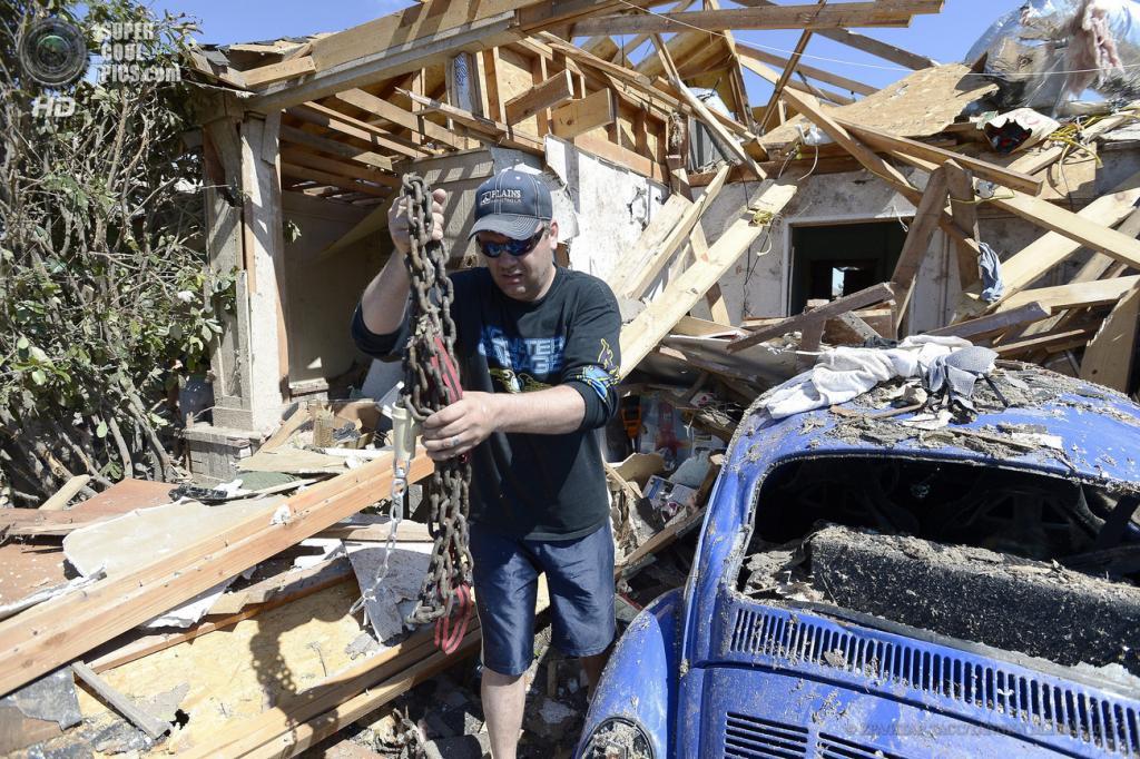 США. Мур, Оклахома. 22 мая. Последствия торнадо. (EPA/ИТАР-ТАСС/TANNEN MAURY)