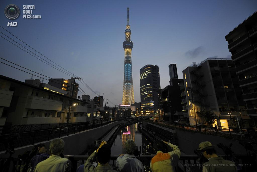 Япония. Токио. 22 мая. Виды телебашни Tokyo Skytree. (EPA/ИТАР-ТАСС/FRANCK ROBICHON)