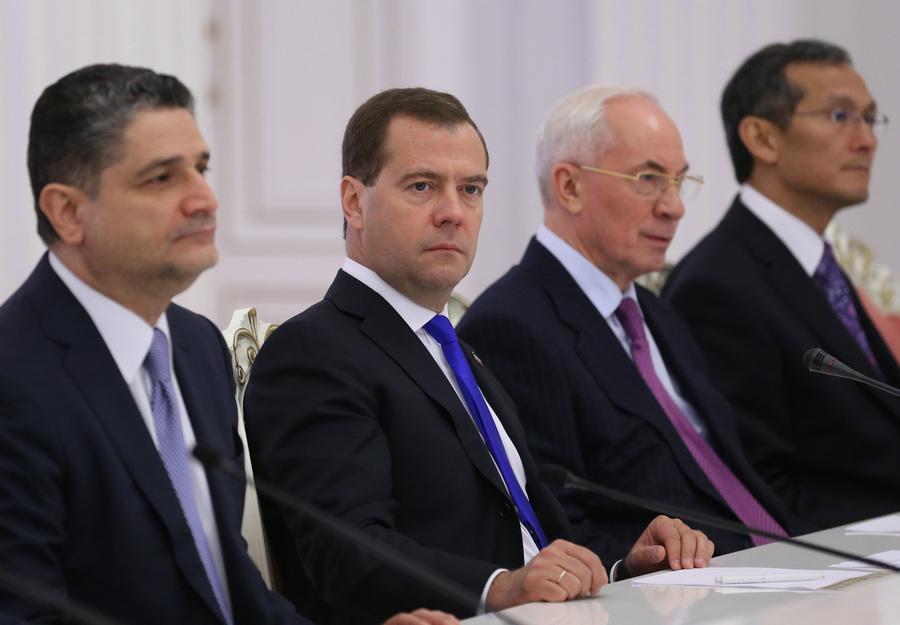 Дмитрий Медведев на саммите СНГ (11 фото)