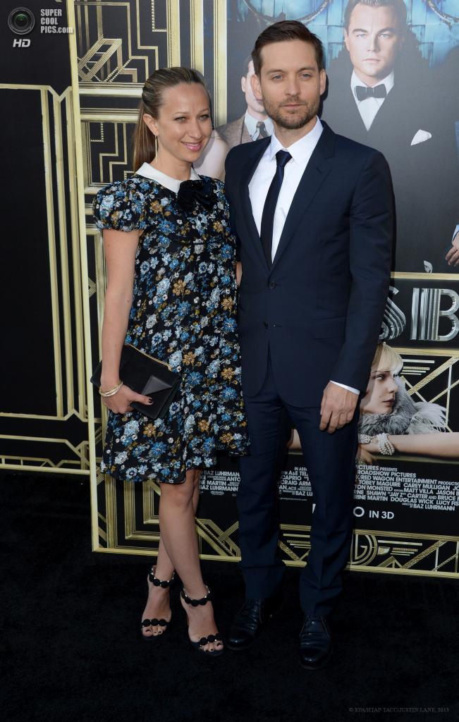 США. Нью-Йорк. Тоби Магуайр, сыгравший Ника Кэррауэя, со своей супругой  Дженнифер Мейер. (EPA/ИТАР-ТАСС/JUSTIN LANE)