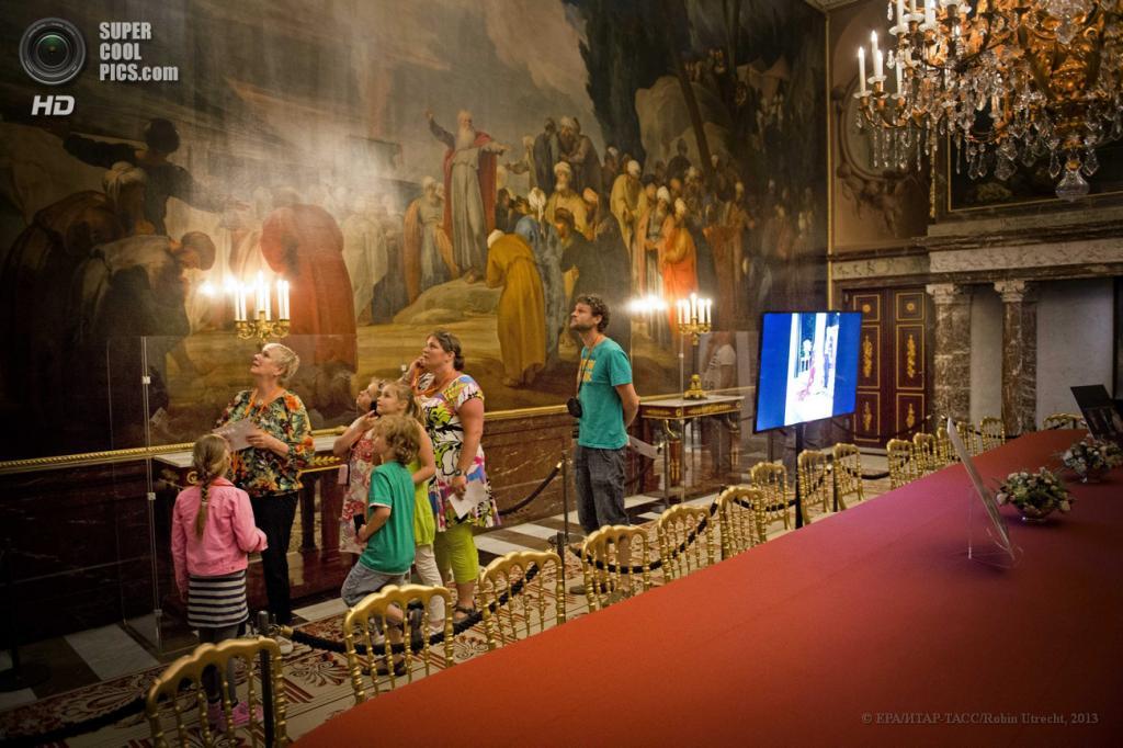 Нидерланды. Амстердам. 7 мая. Во время открытия Королевского дворца после реконструкции. (EPA/ИТАР-ТАСС/ROBIN UTRECHT)
