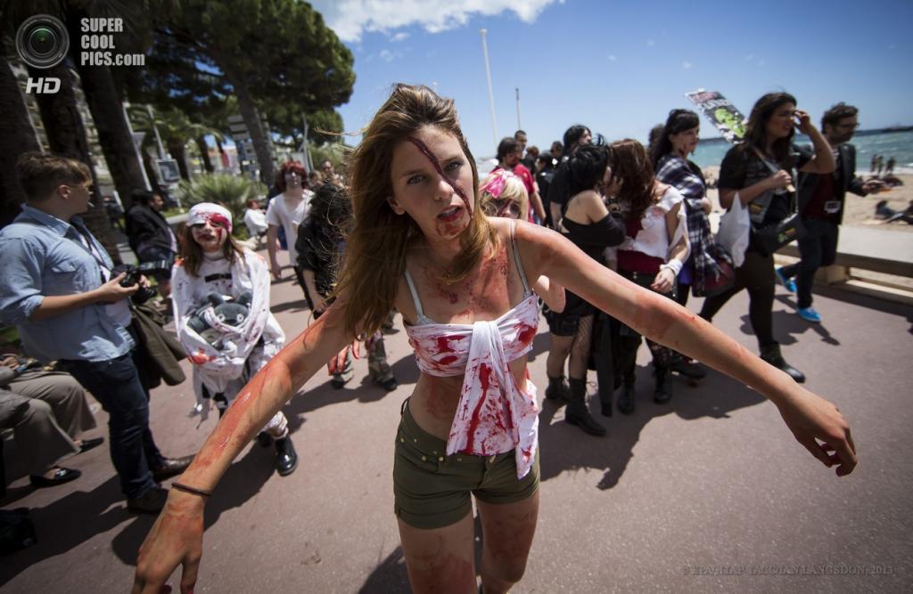 Франция. Канны. 19 мая. Во время парада зомби. (EPA/ИТАР-ТАСС/IAN LANGSDON)