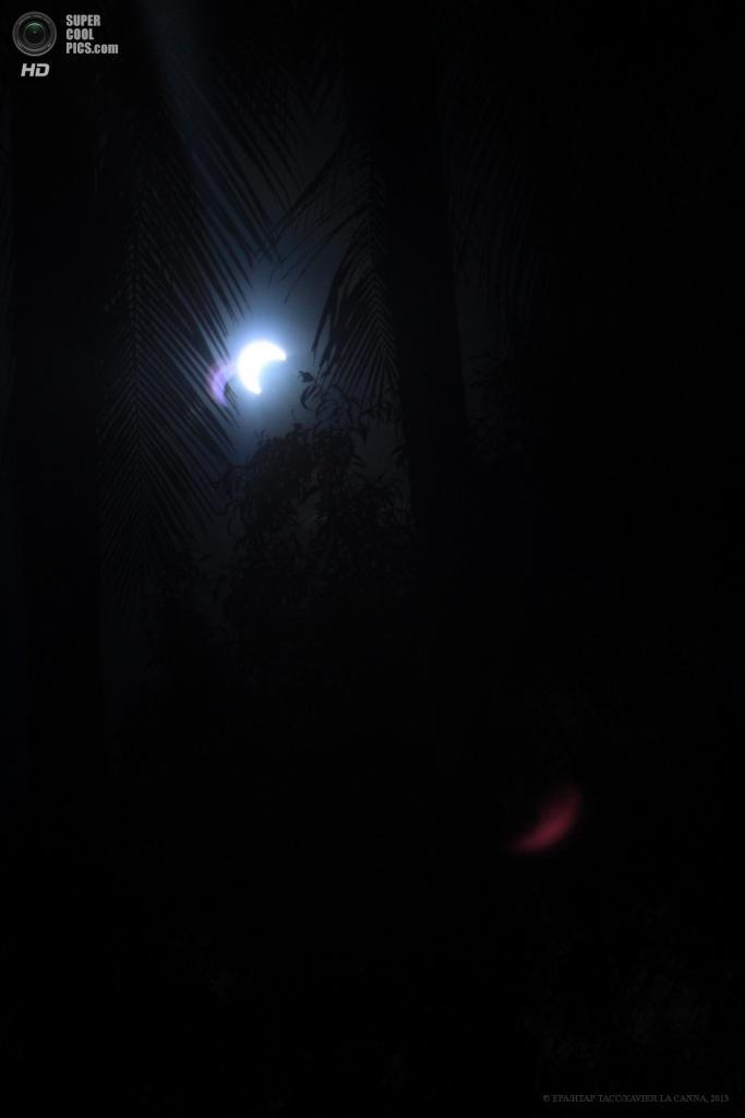 Австралия. Дарвин, Северная территория. 10 мая. Солнечное затмение. (EPA/ИТАР-ТАСС/XAVIER LA CANNA)
