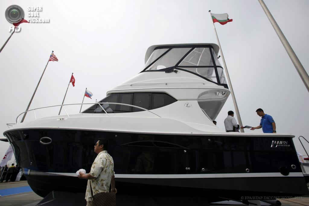 Китай. Циндао, Шаньдун. 23 мая. На 11-й Китайской международной морской выставке. (EPA/ИТАР-ТАСС/WU HONG)