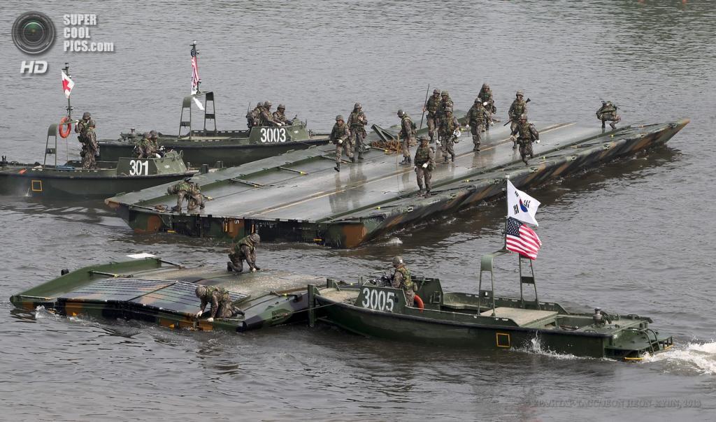 Южная Корея. Йончхон. 30 мая. Во время совместных военных учений военнослужащих армии США и Южной Кореи. (EPA/ИТАР-ТАСС/JEON HEON-KYUN)