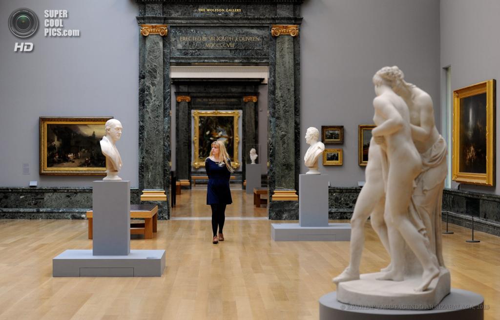 Великобритания. Лондон. 13 мая. На пресс-показе выставки «Walk Through British Art» в галерее Тейт-Британия. (EPA/ИТАР-ТАСС/FACUNDO ARRIZABALAGA)