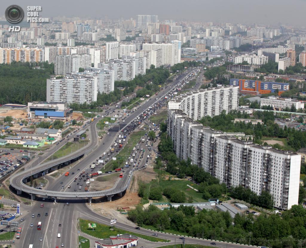 Россия. Москва. 30 мая. Вид на Варшавское шоссе. (ИТАР-ТАСС/Марина Лысцева)