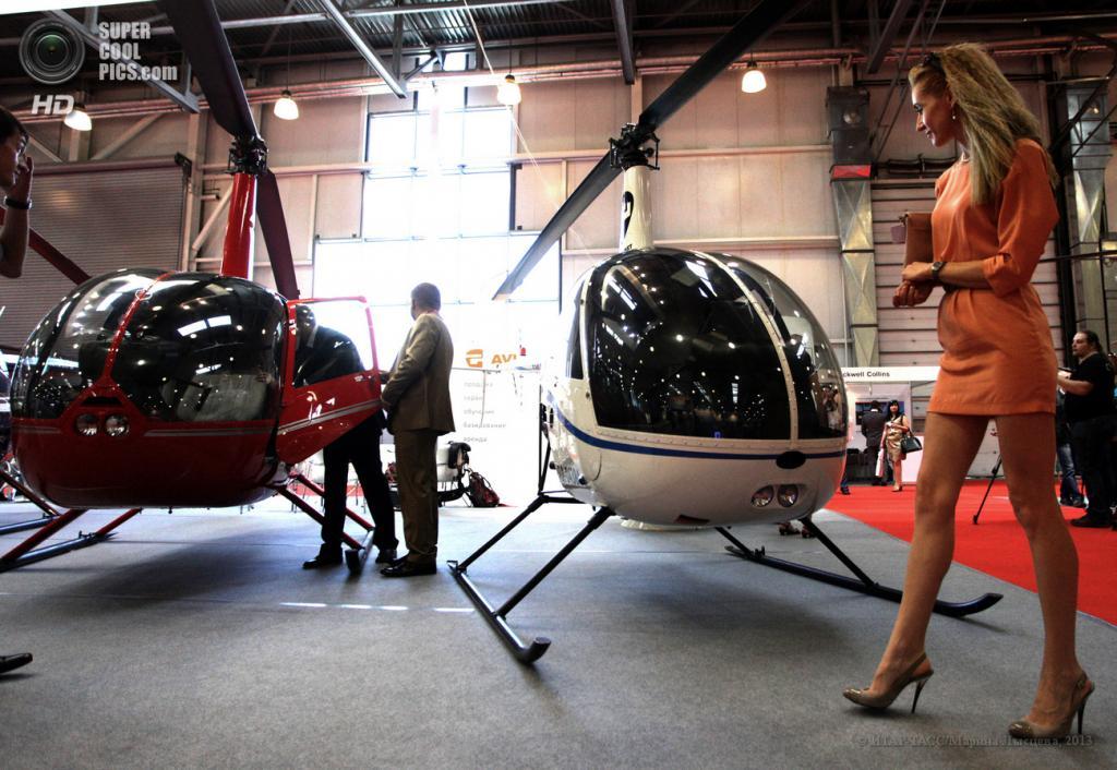Россия. Москва. 16 мая. На выставке вертолетной индустрии HeliRussia 2013 в «Крокус Экспо». (ИТАР-ТАСС/Марина Лысцева)