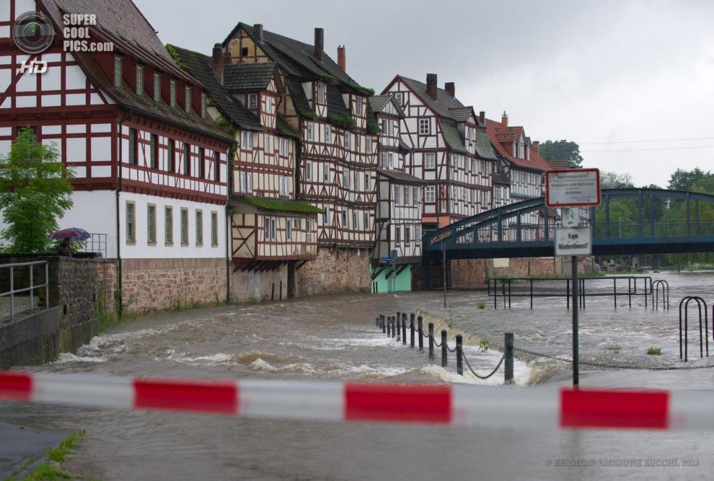 Германия. Ротенбург-на-Фульде, Гессен. 29 мая. Наводнение вследствие проливных дождей. (EPA/ИТАР-ТАСС/UWE ZUCCHI)