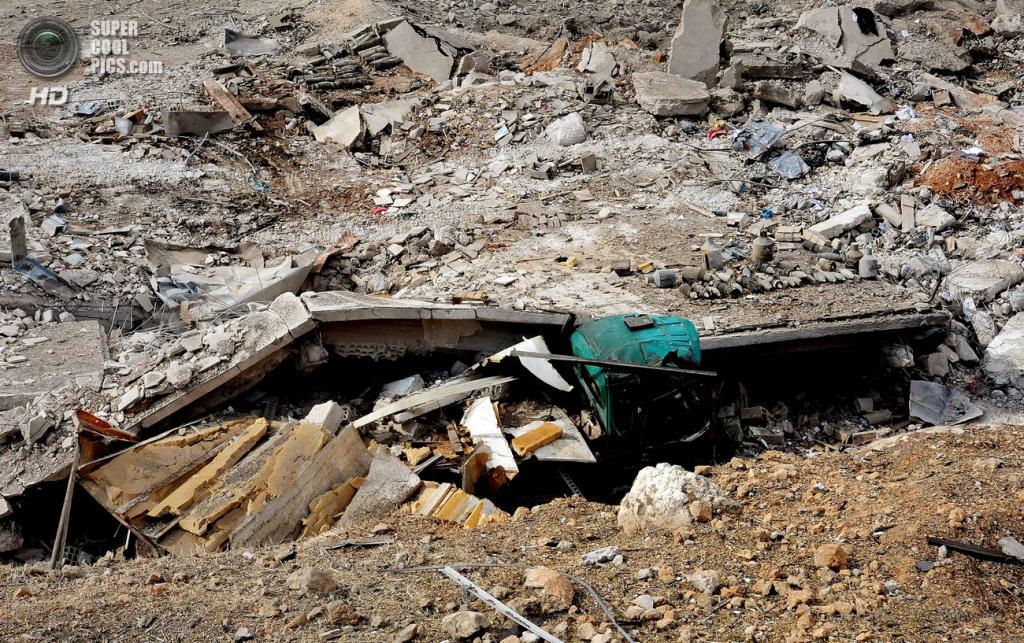 Сирия. Дамаск. 5 мая. Последствия авиаударов Израиля по ферме и научно-исследовательскому центру. (EPA/ИТАР-ТАСС/SANA)