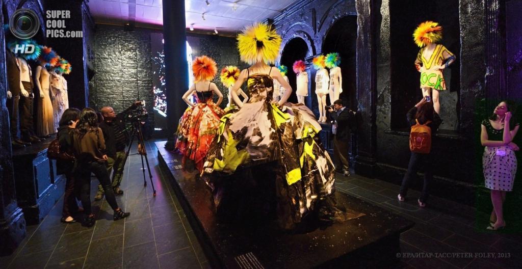 США. Нью-Йорк. 6 мая. На выставке «Панк: от хаоса до кутюра». (EPA/ИТАР-ТАСС/PETER FOLEY)