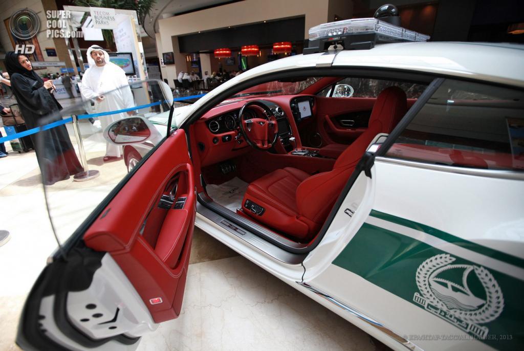 ОАЭ. Дубай. 7 мая. Bentley Continental GT на автосалоне полицейских машин Дубая в рамках выставки Arabian Travel Market 2013. (EPA/ИТАР-ТАСС/ALI HAIDER)
