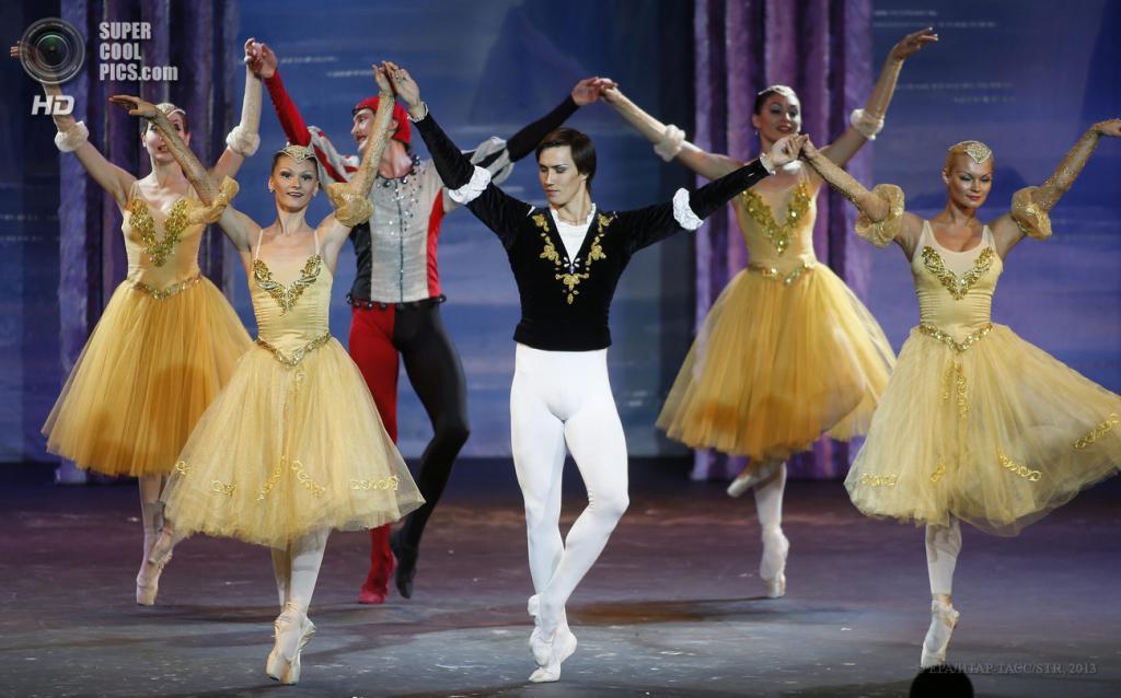 ОАЭ. Дубай. 13 мая. Гастроли московского театра «Корона русского балета». (EPA/ИТАР-ТАСС/STR)