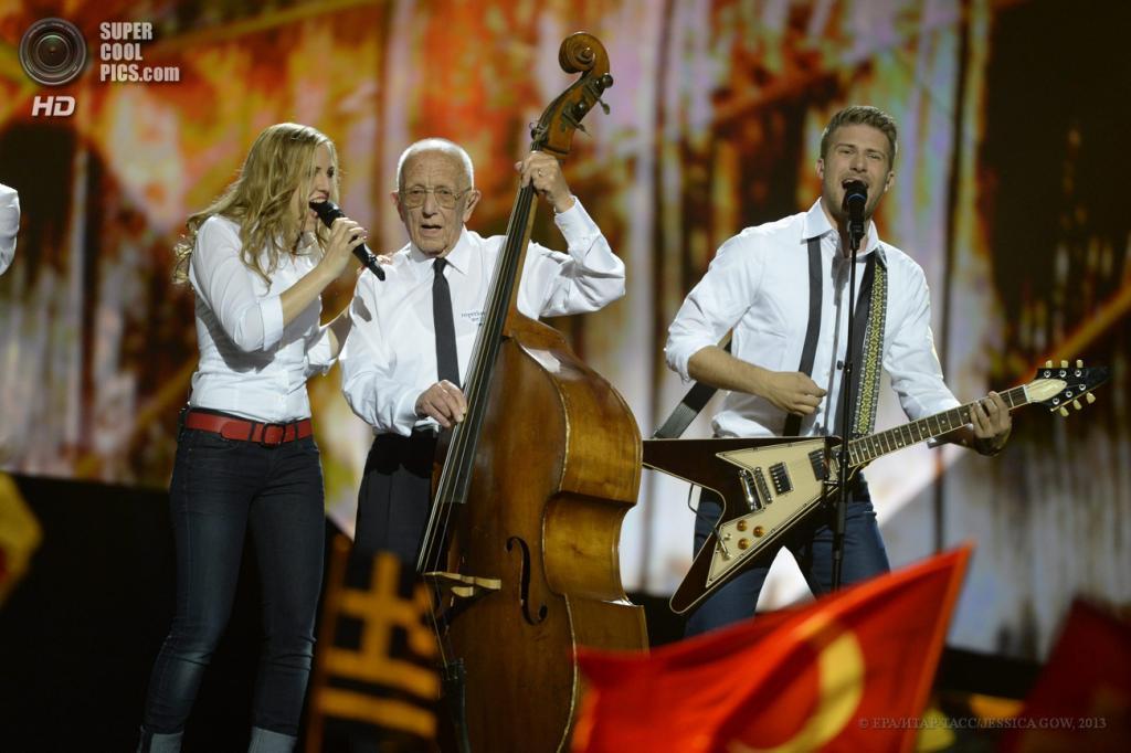 Швеция. Мальме. 16 мая. Представители Швейцарии участники группы Takasa во время выступления на втором полуфинале музыкального конкурса «Евровидение-2013». (EPA/ИТАР-ТАСС/JESSICA GOW)