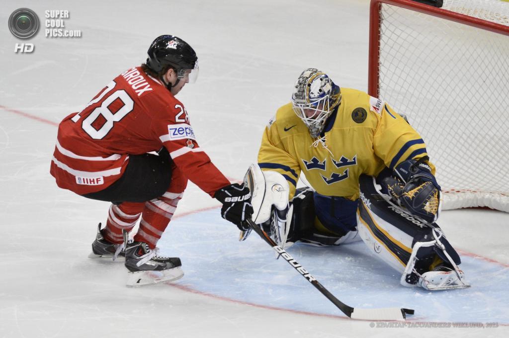 Швеция. Стокгольм. 16 мая. Матч 1/4 финала чемпионата мира по хоккею с шайбой между сборными Канады и Швеции. (EPA/ИТАР-ТАСС/ANDERS WIKLUND)
