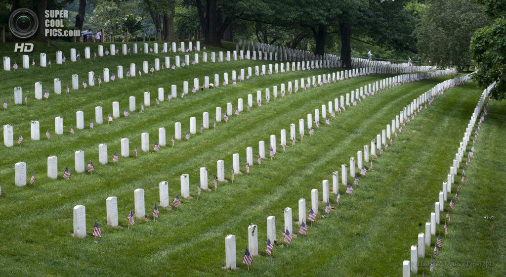 США. Вашингтон. 28 мая. Вид на Арлингтонское национальное кладбище. (ИТАР-ТАСС/Анна Горн)