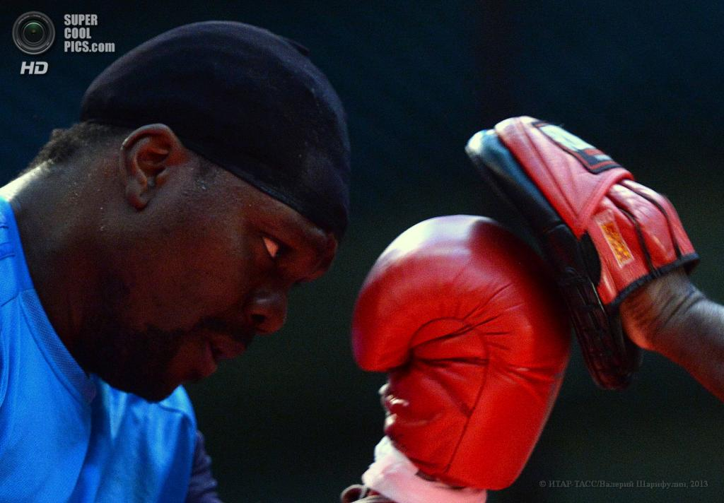 Россия. Москва. 14 мая. Панамский боксер Гильермо Джонс во время открытой тренировки. (ИТАР-ТАСС/Валерий Шарифулин)