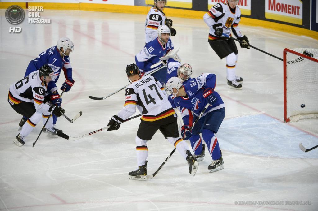 Финляндия. Хельсинки. 14 мая. Матч группы H чемпионата мира по хоккею с шайбой между сборными Франции и Германии. (EPA/ИТАР-ТАСС/KIMMO BRANDT)
