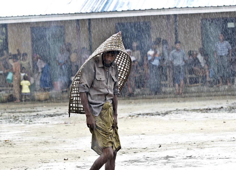 В Мьянме проходит эвакуация в связи с циклоном Махасен (10 фото)