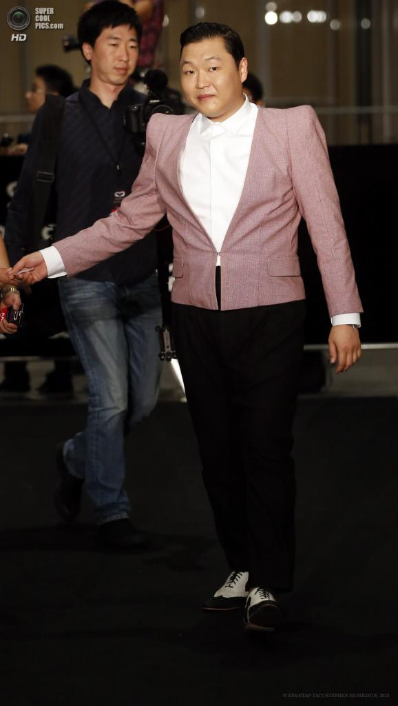 Сингапур. 23 мая. Южнокорейский певец PSY на 5-й церемонии вручения премии Social Star Awards. (EPA/ИТАР-ТАСС/STEPHEN MORRISON)