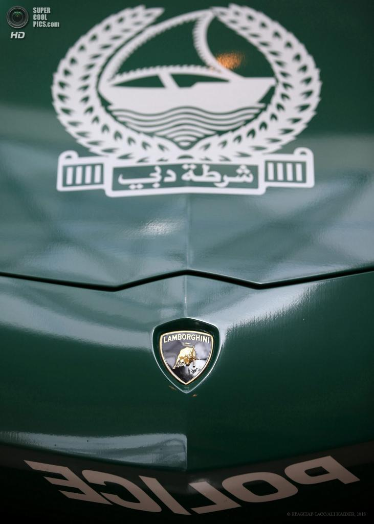 ОАЭ. Дубай. 7 мая. Lamborghini Aventador на автосалоне полицейских машин Дубая в рамках выставки Arabian Travel Market 2013. (EPA/ИТАР-ТАСС/ALI HAIDER)