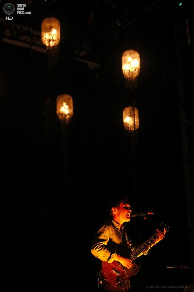 Испания. Барселона, Каталония. 23 мая. Выступление Grizzly Bear на музыкальном фестивале Primavera Sound 2013. (EPA/ИТАР-ТАСС/MARTA PEREZ)