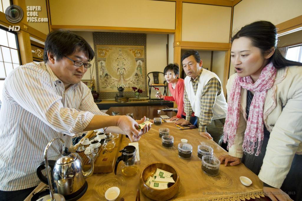 Япония. Симада, Сидзуока. 2 мая. На международном фестивале чая. (EPA/ИТАР-ТАСС/EVERETT KENNEDY BROWN)