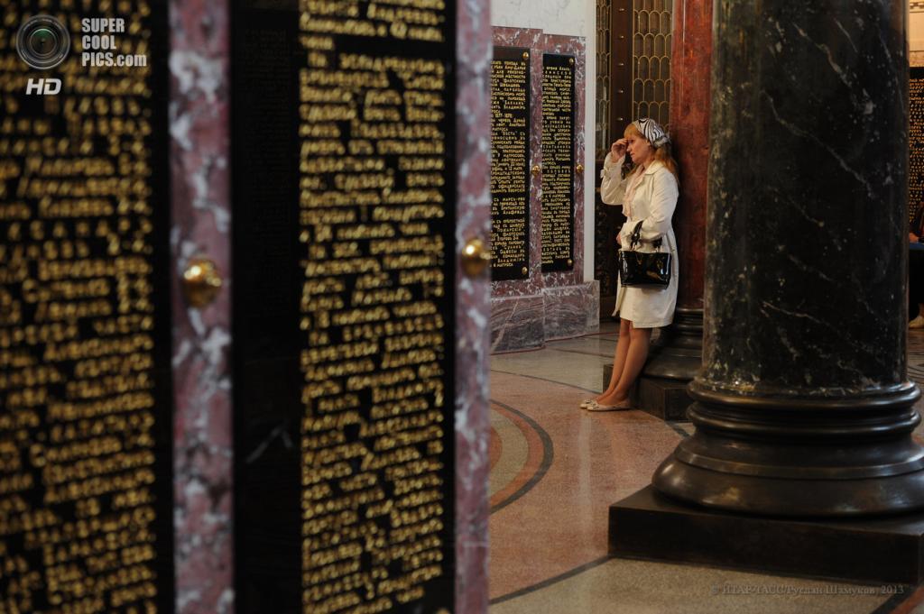 Россия. Кронштадт, Санкт-Петербург. 28 мая. Во время церемонии освящения Никольского морского собора. (ИТАР-ТАСС/Руслан Шамуков)