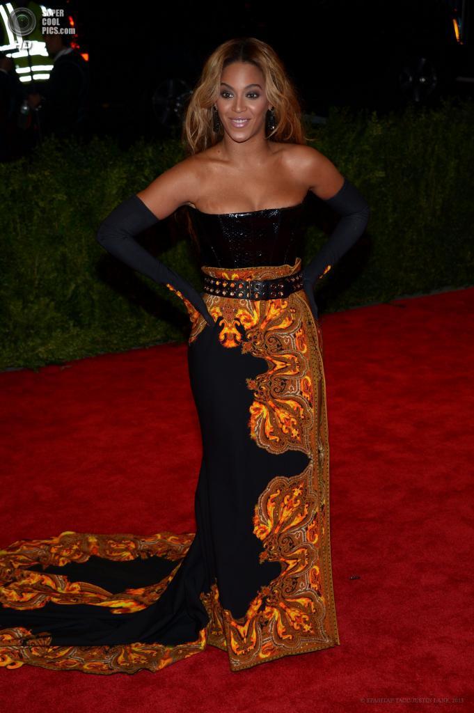 США. Нью-Йорк. 6 мая. Певица Бейонсе в платье Givenchy. (EPA/ИТАР-ТАСС/JUSTIN LANE)
