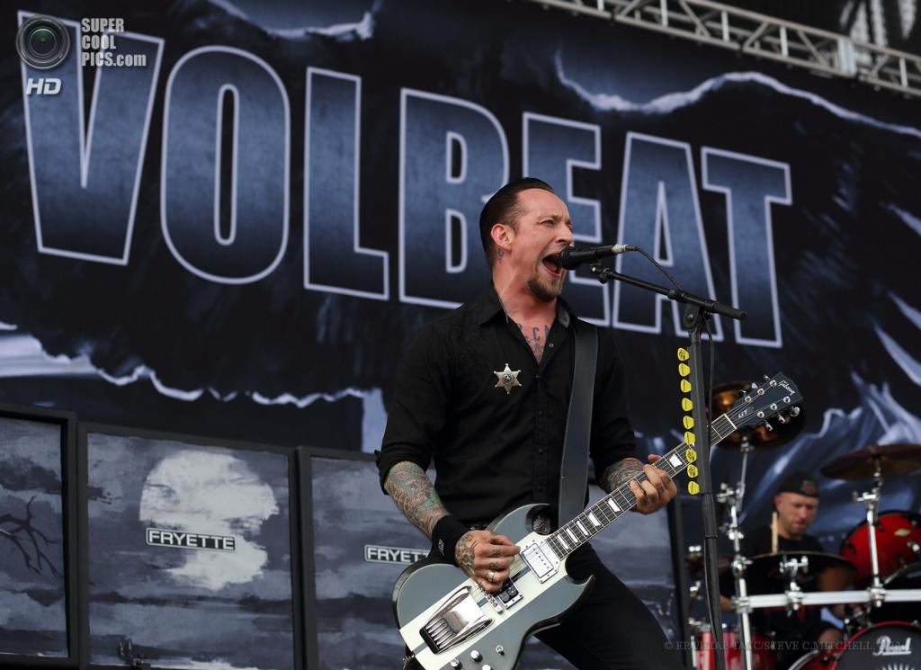 США. Колумбус, Огайо. 19 мая. Выступление группы Volbeat. (EPA/ИТАР-ТАСС/STEVE C.MITCHELL)