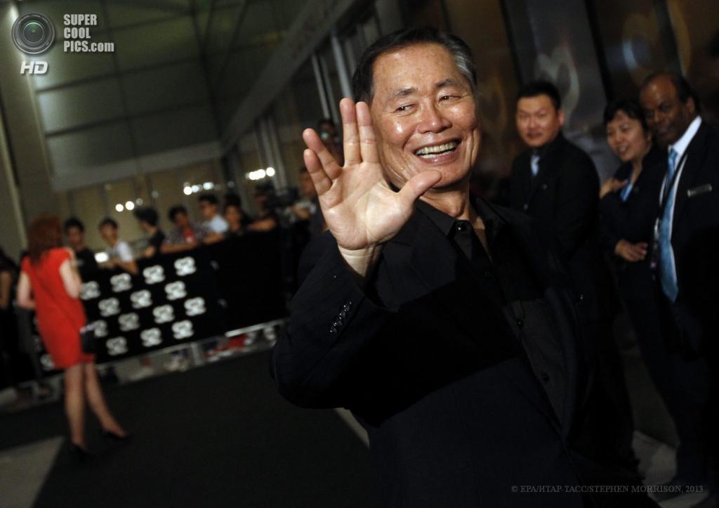 Сингапур. 23 мая. Американский актер Джордж Такеи на 5-й церемонии вручения премии Social Star Awards. (EPA/ИТАР-ТАСС/STEPHEN MORRISON)