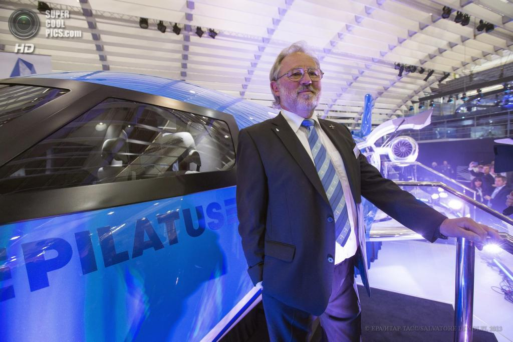 Швейцария. Женева. 21 мая. Главный исполнительный директор Pilatus Aircraft Оскар Швенк во время презентации Pilatus PC-24 Twin-Jet на выставке бизнес-авиации EBACE 2013. (EPA/ИТАР-ТАСС/SALVATORE DI NOLFI)