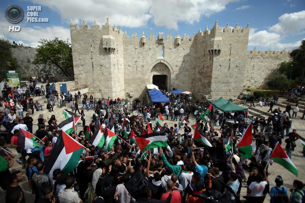 Израиль. Иерусалим. 15 мая. Во время демонстраций в честь «Дня Накба». (EPA/ИТАР-ТАСС/ABIR SULTAN)