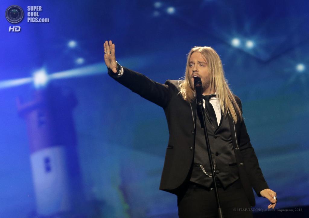 Швеция. Мальме. 16 мая. Представитель Исландии Эйтоур Инги Гюннлёйгссон во время выступления на втором полуфинале музыкального конкурса «Евровидение-2013». (ИТАР-ТАСС/Кристина Королева)