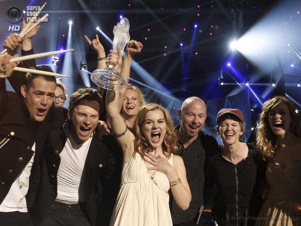 Швеция. Мальме. 19 мая. Представительница от Дании Эммили де Форест, занявшая первое место в музыкальном конкурсе «Евровидение-2013», во время церемонии награждения на сцене Malmo Arena. (ИТАР-ТАСС/Кристина Королева)