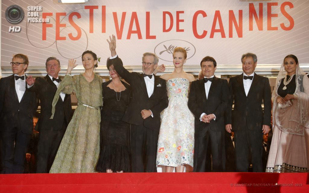 Франция. Канны. 15 мая. Члены жюри на церемонии открытия 66-го Каннского кинофестиваля. (EPA/ИТАР-ТАСС/IAN LANGSDON)