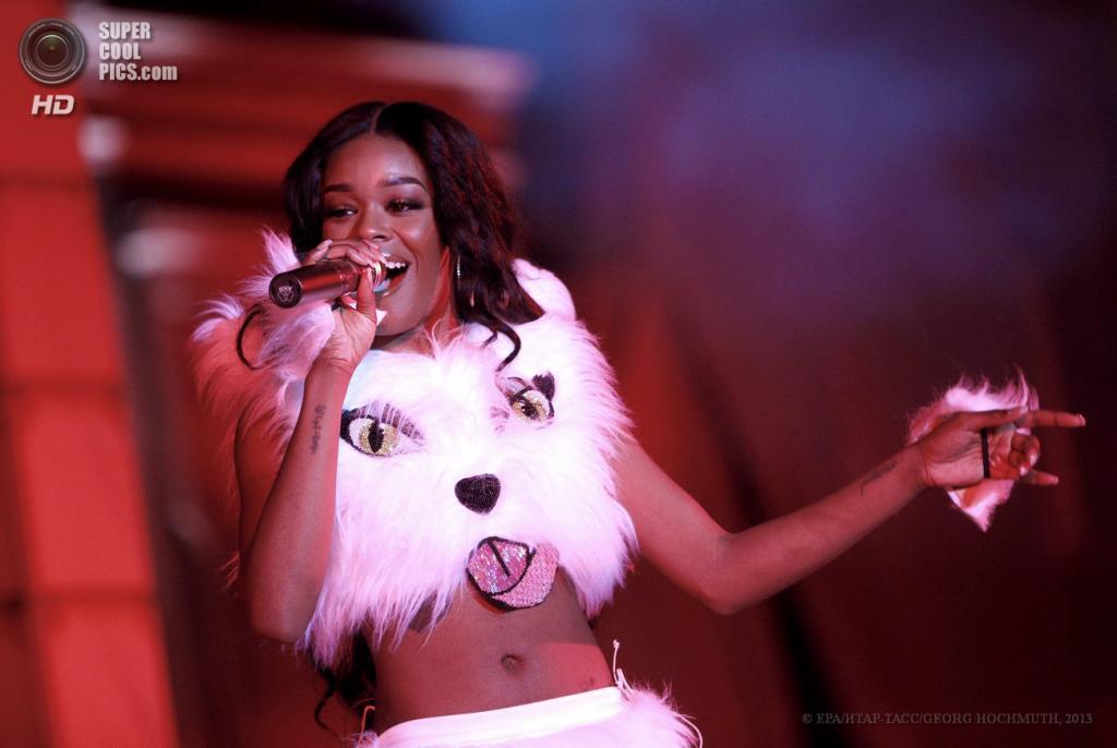 Австрия. Вена. 25 мая. Американская певица Азилия Бэнкс на сцене во время церемонии открытия благотворительного «Бала жизни». (EPA/ИТАР-ТАСС/GEORG HOCHMUTH)