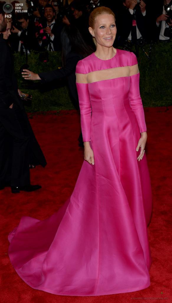 США. Нью-Йорк. 6 мая. Актриса Гвинет Пэлтроу в платье Valentino. (EPA/ИТАР-ТАСС/JUSTIN LANE)