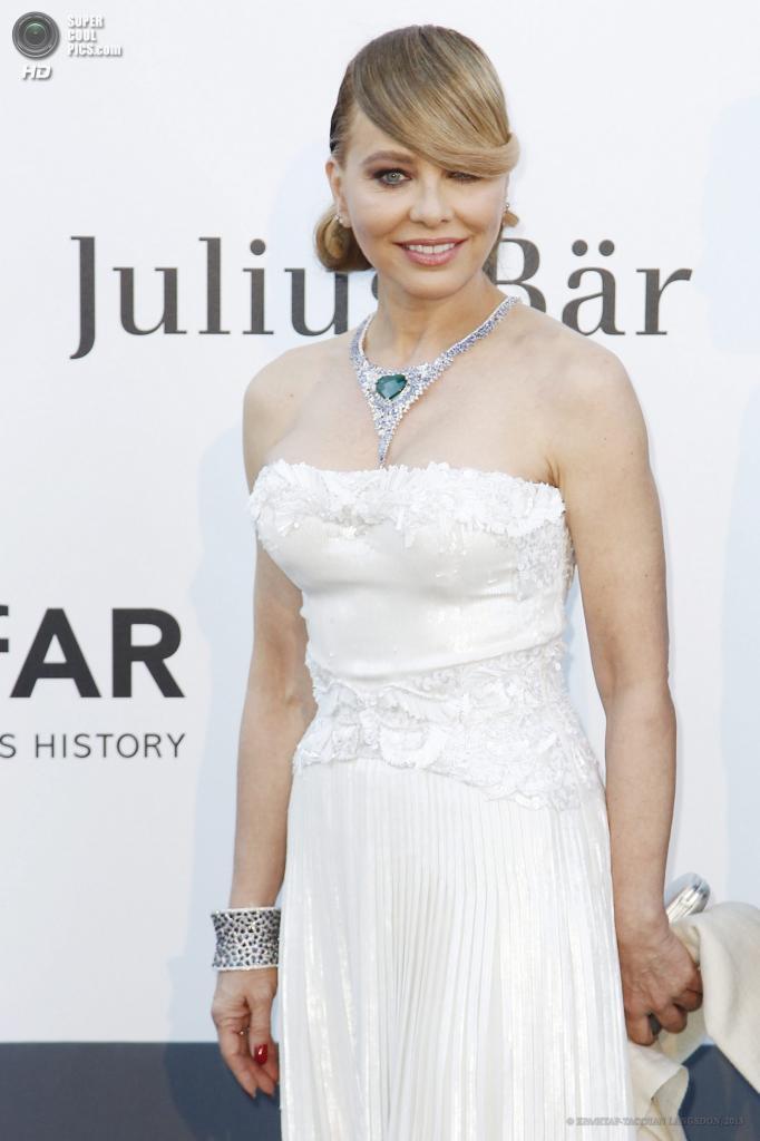 Франция. Кап д'Антиб. 23 мая. Актриса Орнелла Мути на благотворительном вечере amfAR в рамках Каннского кинофестиваля. (EPA/ИТАР-ТАСС/IAN LANGSDON)