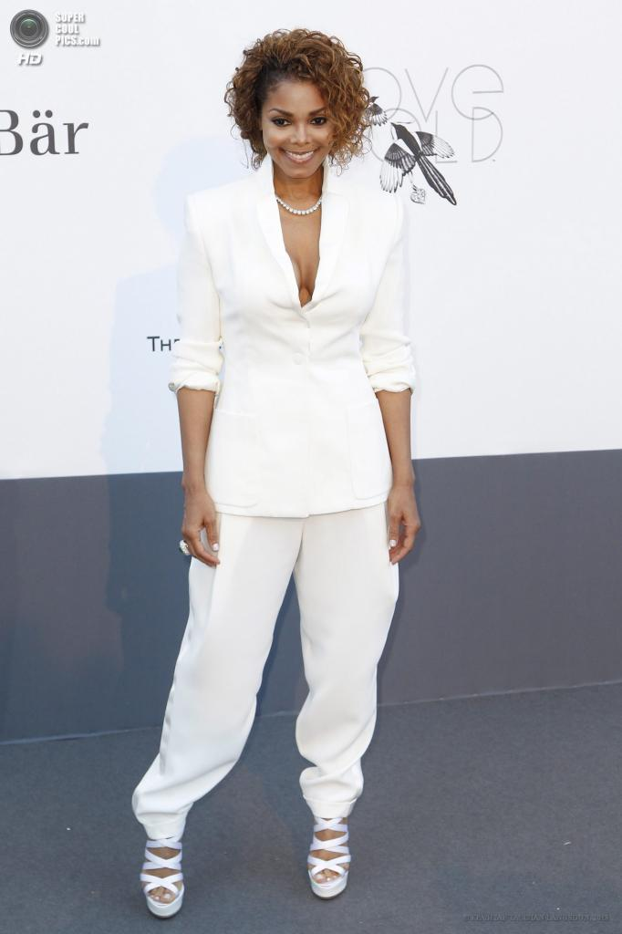 Франция. Кап д'Антиб. 23 мая. Певица Джанет Джексон на благотворительном вечере amfAR в рамках Каннского кинофестиваля. (EPA/ИТАР-ТАСС/IAN LANGSDON)