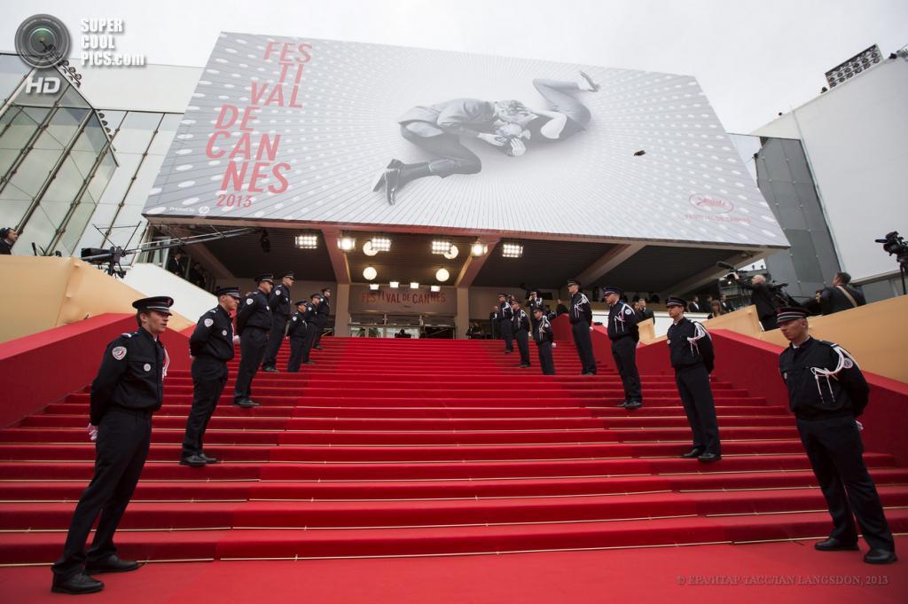 Франция. Канны. 15 мая. Церемония открытия 66-го Каннского кинофестиваля. (EPA/ИТАР-ТАСС/IAN LANGSDON)