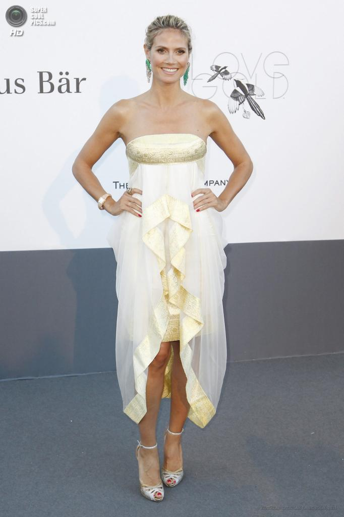 Франция. Кап д'Антиб. 23 мая. Модель Хайди Клум на благотворительном вечере amfAR в рамках Каннского кинофестиваля. (EPA/ИТАР-ТАСС/IAN LANGSDON)