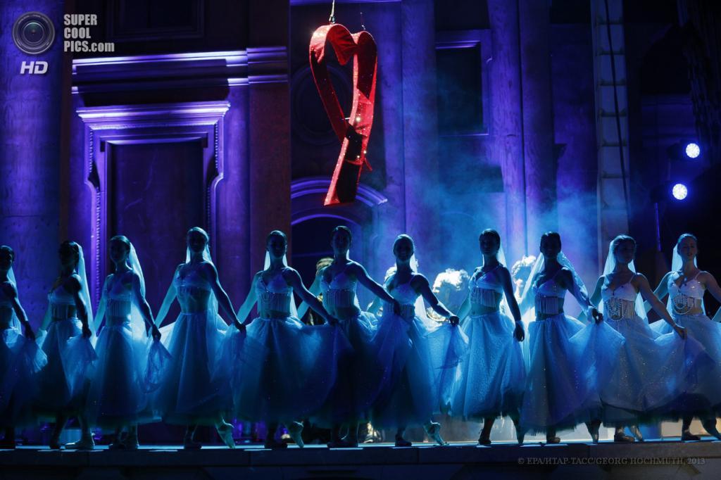 Австрия. Вена. 25 мая. Танец во время церемонии открытия благотворительного «Бала жизни». (EPA/ИТАР-ТАСС/GEORG HOCHMUTH)