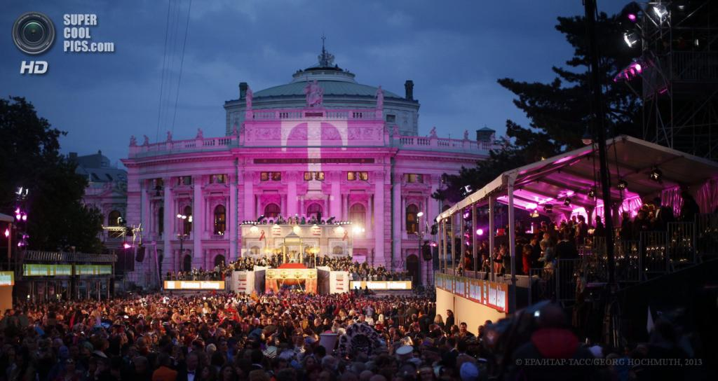 Австрия. Вена. 25 мая. Общий вид на благотворительный «Бал жизни» у Венской ратуши. (EPA/ИТАР-ТАСС/GEORG HOCHMUTH)